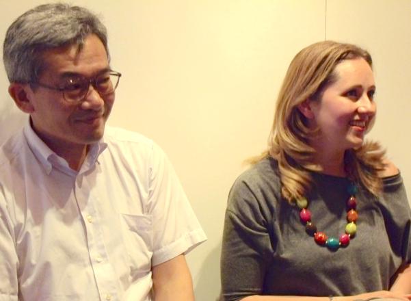 久山宏一氏(左)と「ポーランド広報文化センター」のマルタ・カルシさん