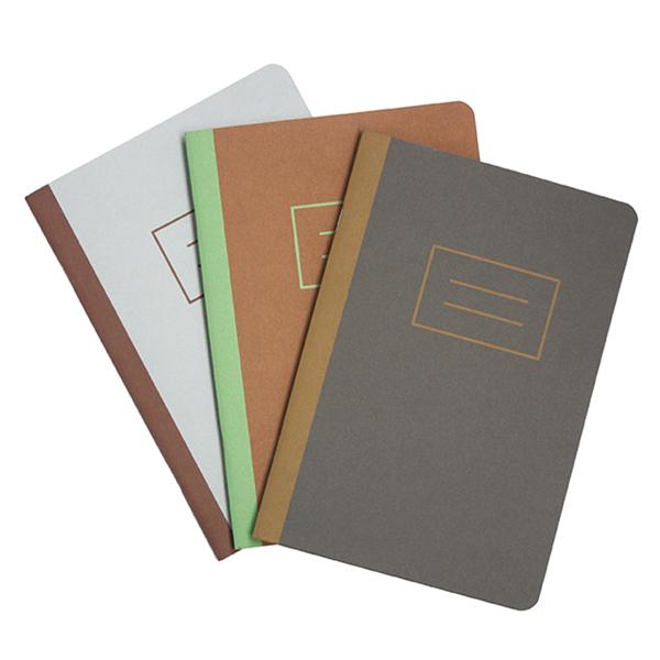 ベーシックなタイプのノートも登場。80頁。3冊セットで30zł © Papierówka