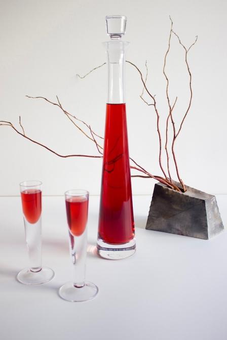 真冬に夏の味を感じるラズベリーのナレフカとは、ウォッカに漬け込んだポーランドの果実酒。(レシピ掲載)photo by Magdalena Tomaszewska-Bolałek