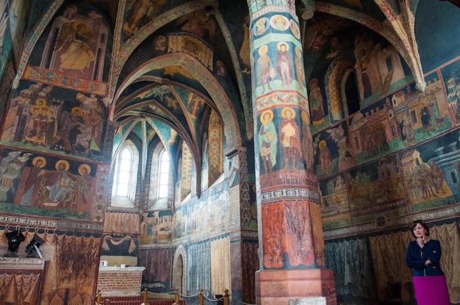 中世から残る壁一面に描かれたフレスコ画